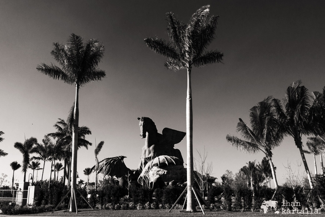 gulfstream-statue