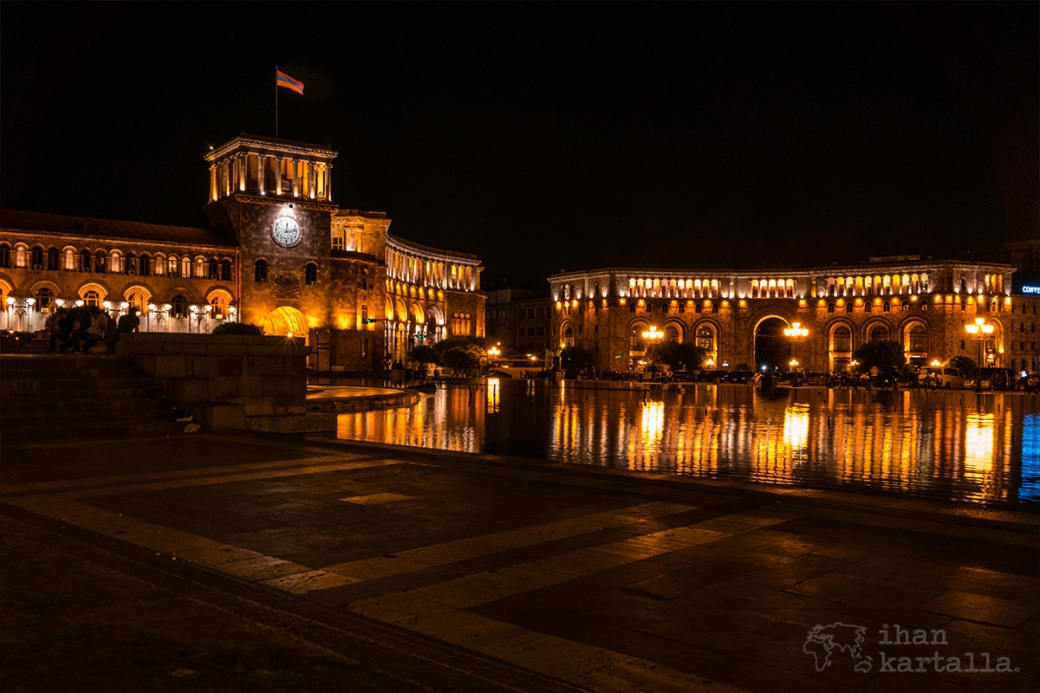 jerevan-republic-square-night