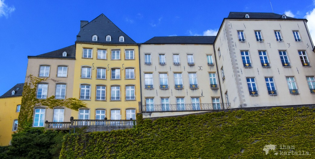 29-4-luxemburg banneri