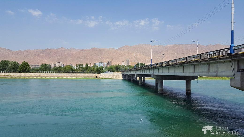 11-9 tadzikistan khujand syrdarja river