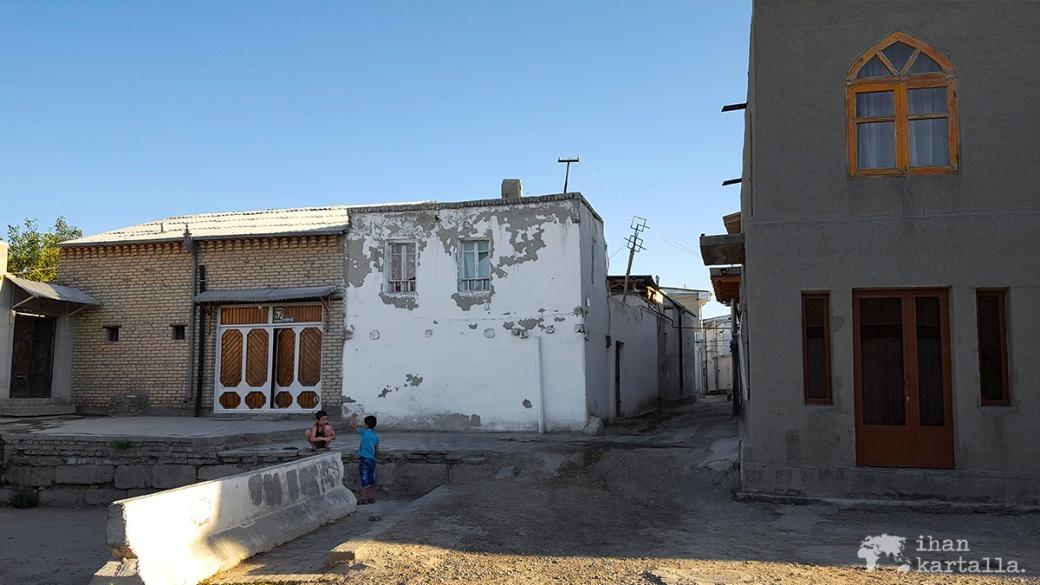 6-7 uzbekistan bukhara lapset