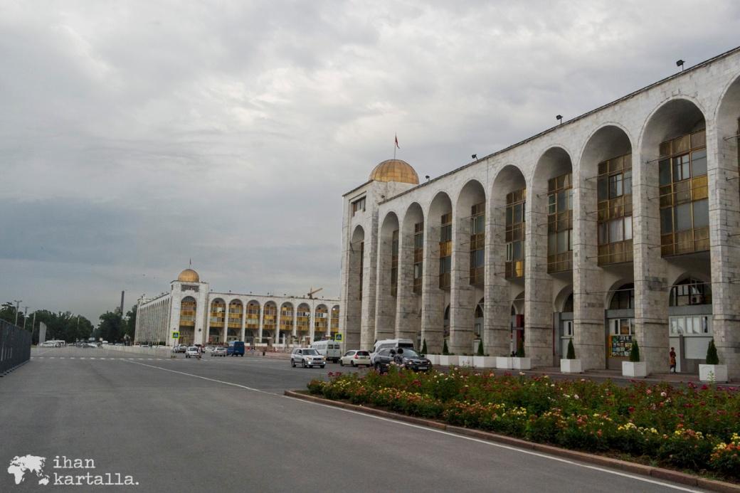 14-7 kirgisia bishkek ala-too square