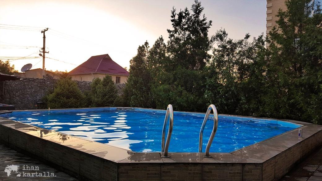 15-7 kirgisia bishek hotel-rich