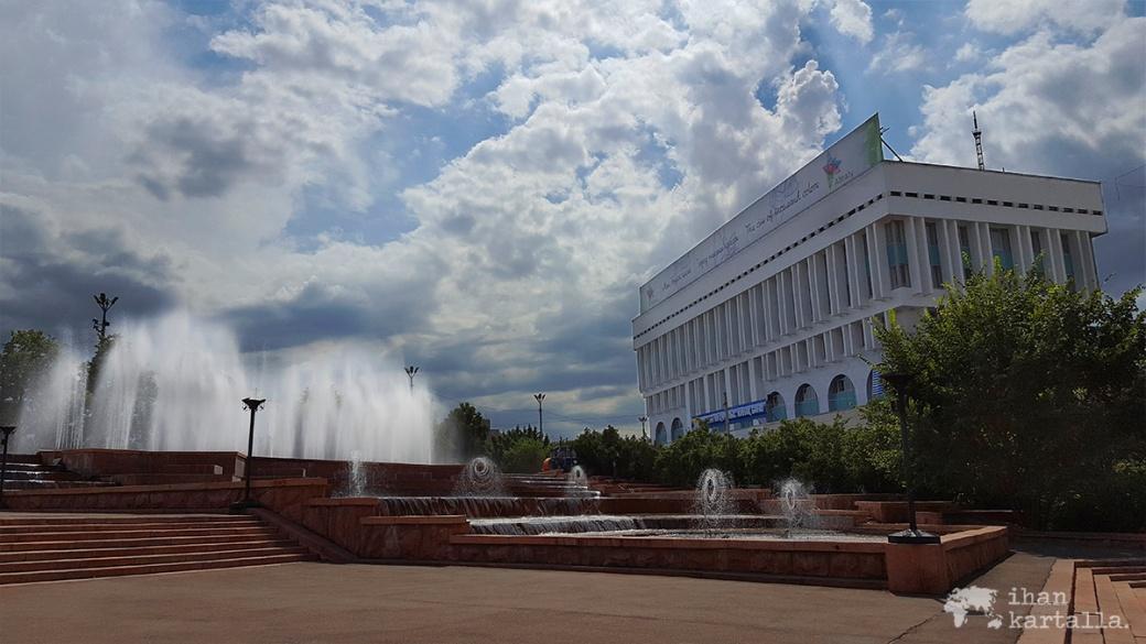 17-7 kazakstan almaty square2