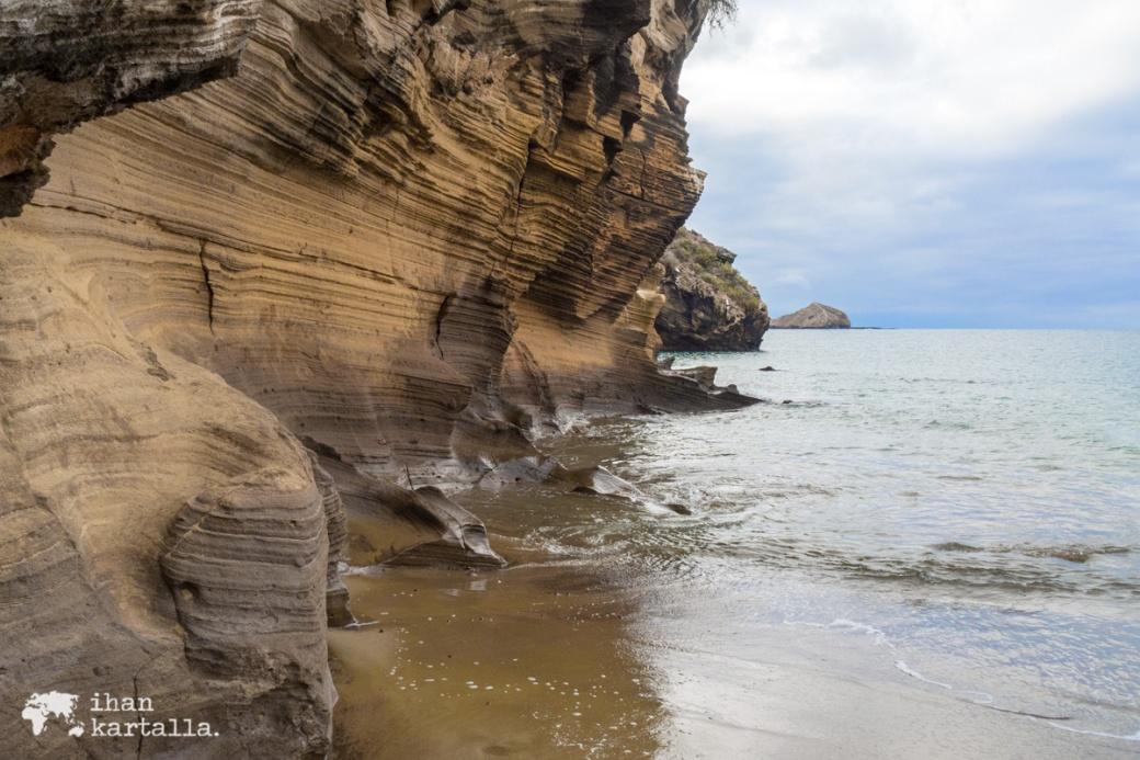 11-9-galapagos-punta-pitt-beach-rocks