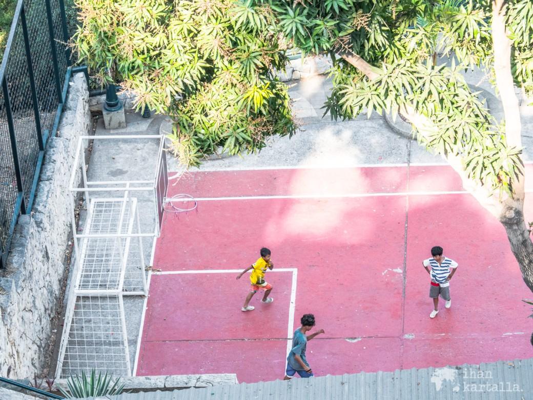 13-9-ecuador-guayaquil-las-penas-football.jpg