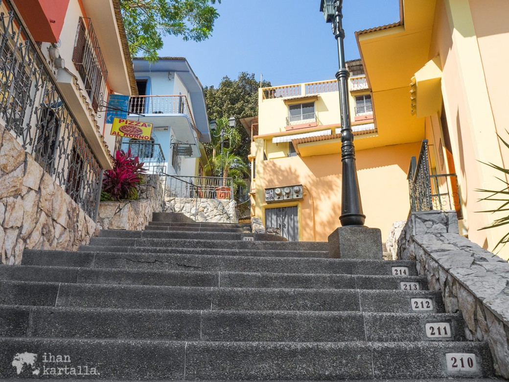 13-9-ecuador-guayaquil-las-penas-steps.jpg