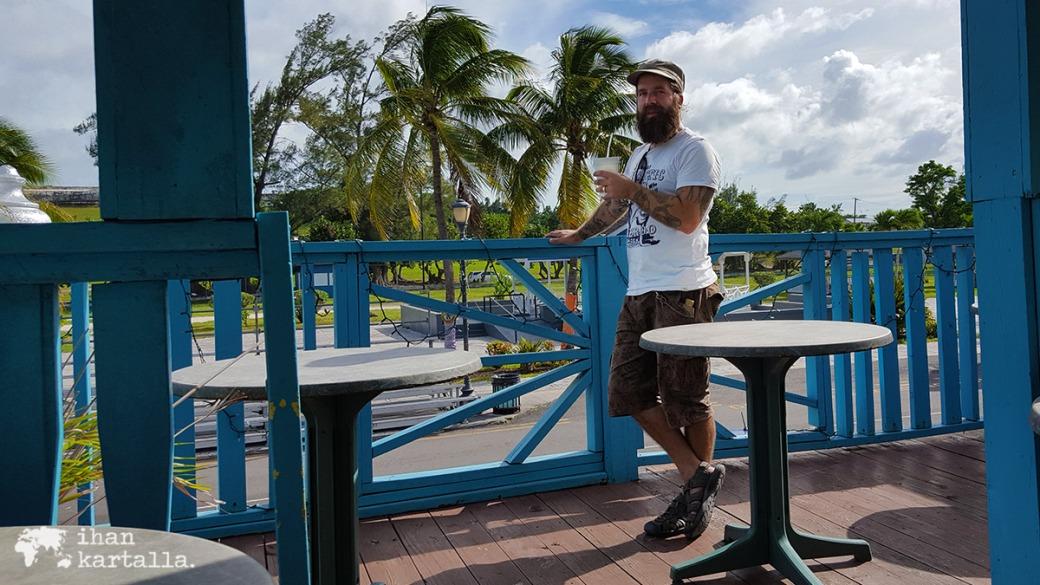 2-9-bahama-nassau-fish-fry-sky-juice