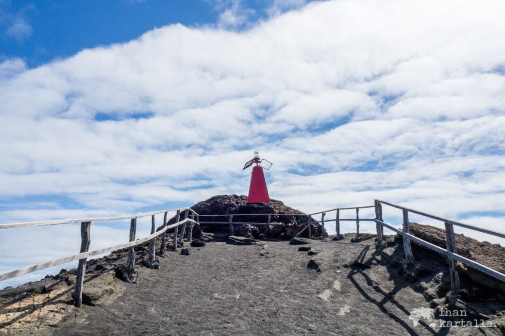 9-9-galapagos-bartolome-lighthouse