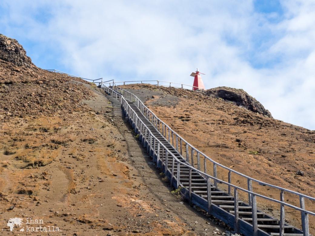 9-9-galapagos-bartolome-stairs