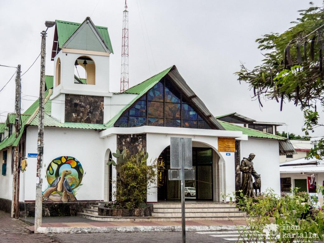 6-9-galapagos-puerto-ayora-church