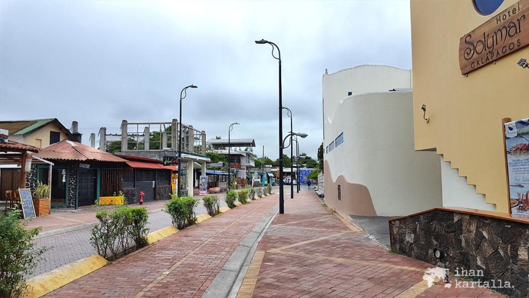 6-9-galapagos-puerto-ayora-darwin