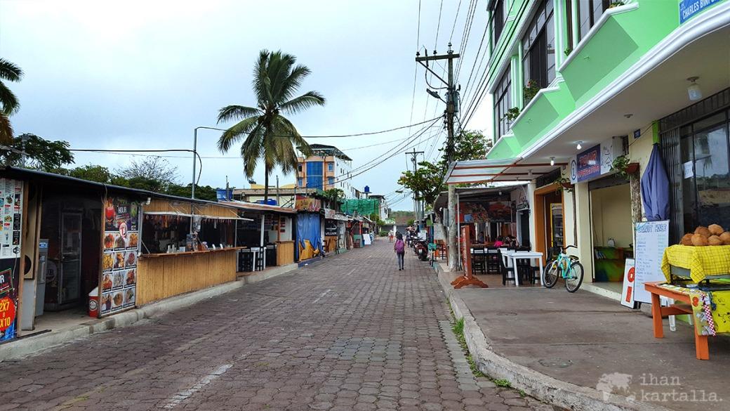 6-9-galapagos-puerto-ayora-street