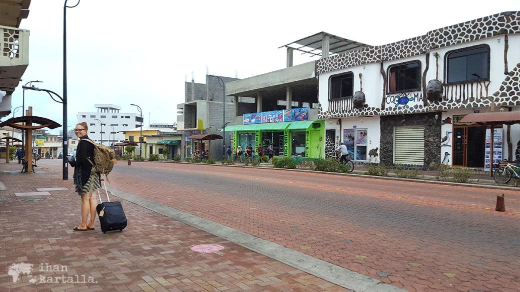 6-9-galapagos-puerto-ayora-street2