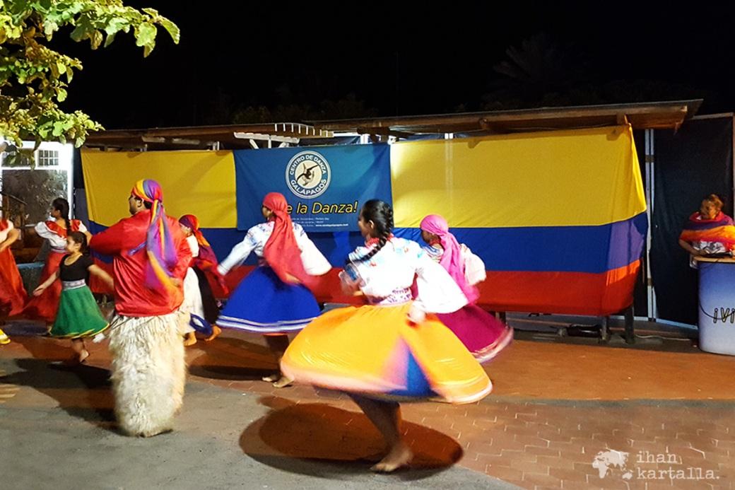 7-9-galapagos-puerto-ayora-dance