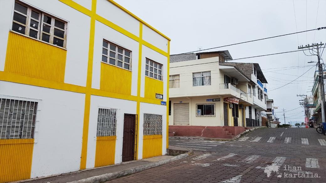 7-9-galapagos-puerto-ayora-street