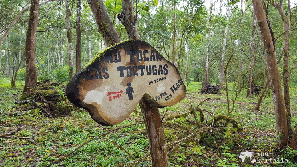 7-9-galapagos-rancho-primicias-sign
