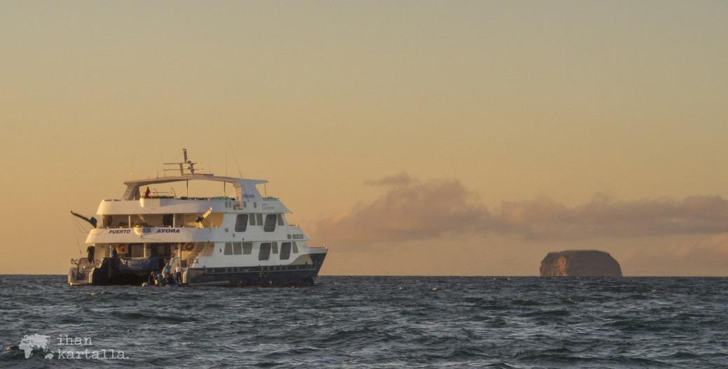 8-9-galapagos-cruise-banneri