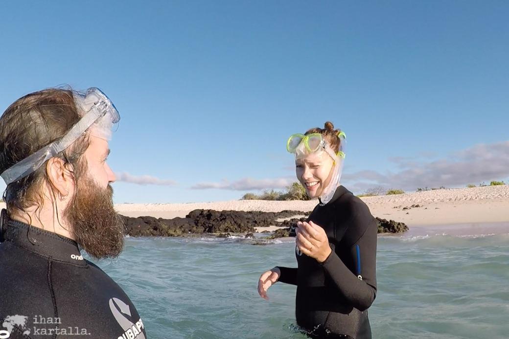 8-9-galapagos-santa-cruz-bachas-beach-snorkeling