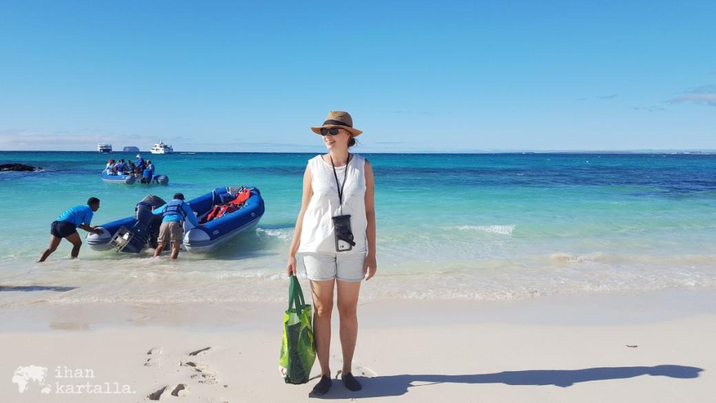 8-9-galapagos-santa-cruz-bachas-beach-wet-landing