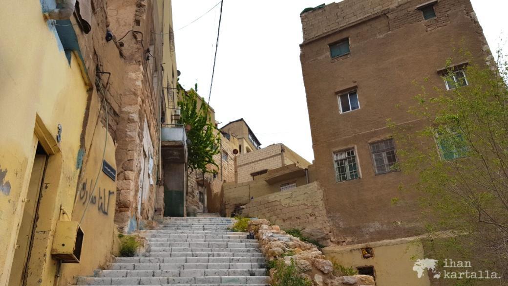 30-3-jordania-amman-citadel-stairs