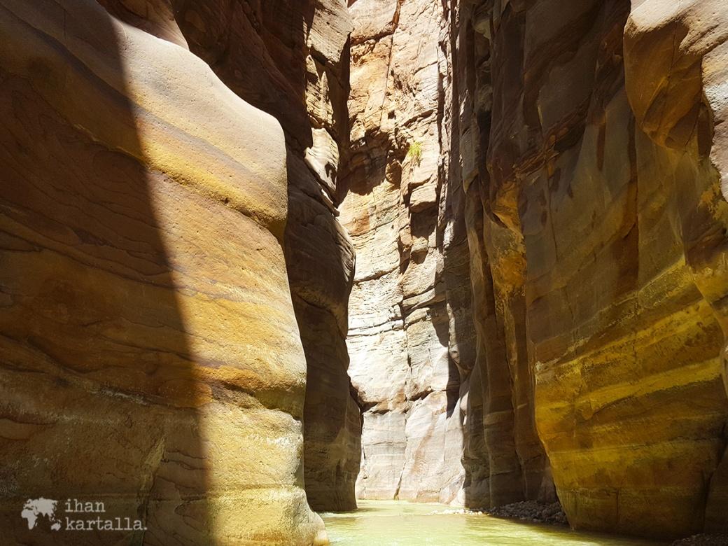1-4-jordan-wadi-mujib-siq-trail-river-2
