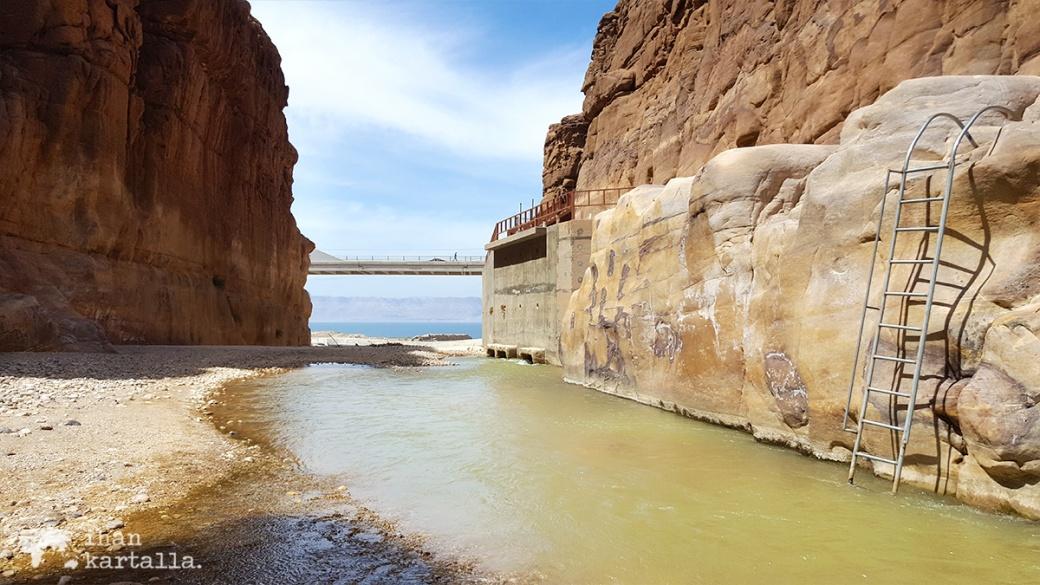 1-4-jordan-wadi-mujib-siq-trail-stairs
