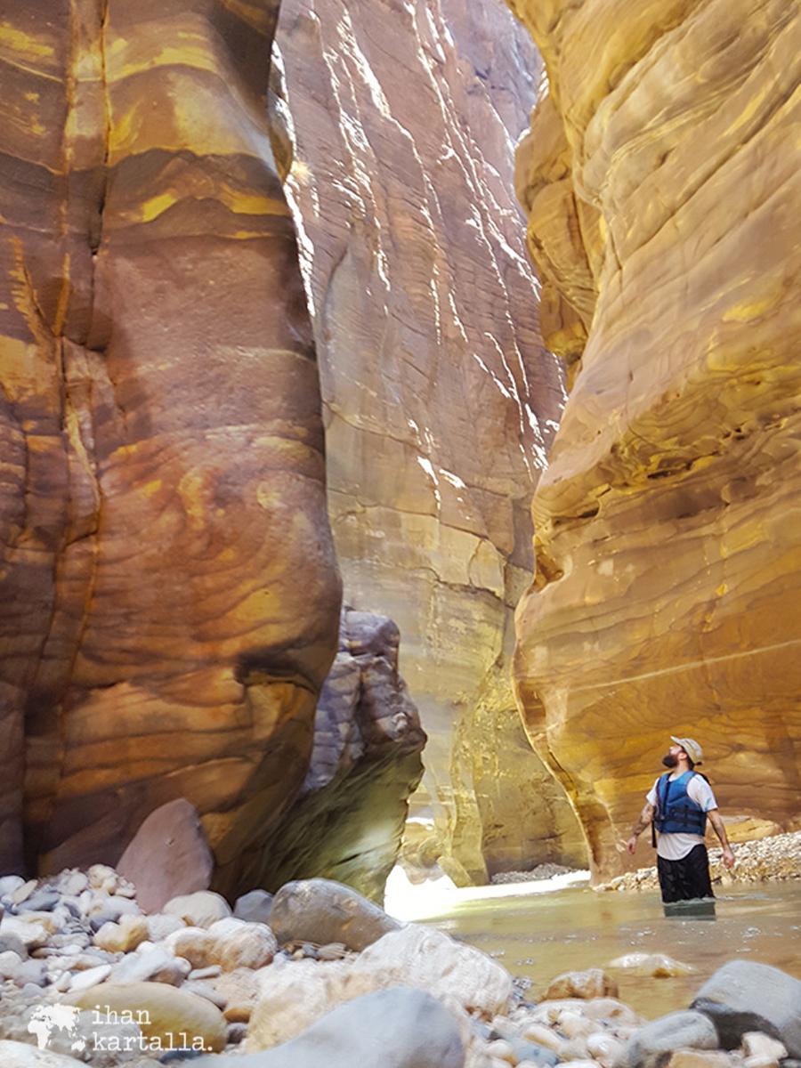 1-4-jordan-wadi-mujib-siq-trail-vesa3.jpg