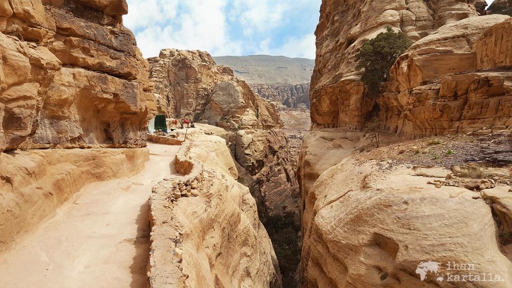 3-4-jordan-petra-monastery-path-2