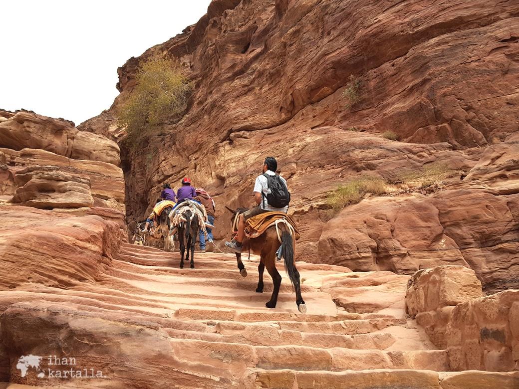 3-4-jordan-petra-monastery-riders