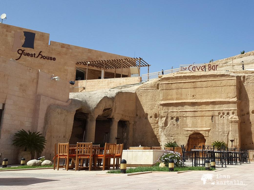 4-4-jordan-petra-cave-bar-2